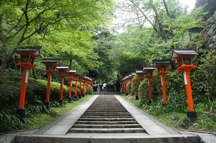 La superbe ligne Eizan qui se rend jusqu'à Kurama passe entre les arbres et dans les montagnes : en quelques minutes, on est transporté dans la nature hors de Kyoto. Les quatre saisons offrent des paysages magnifiques...