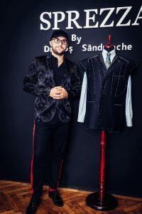 Dragos Sandulache cu un costum croit la comanda, bespoke.