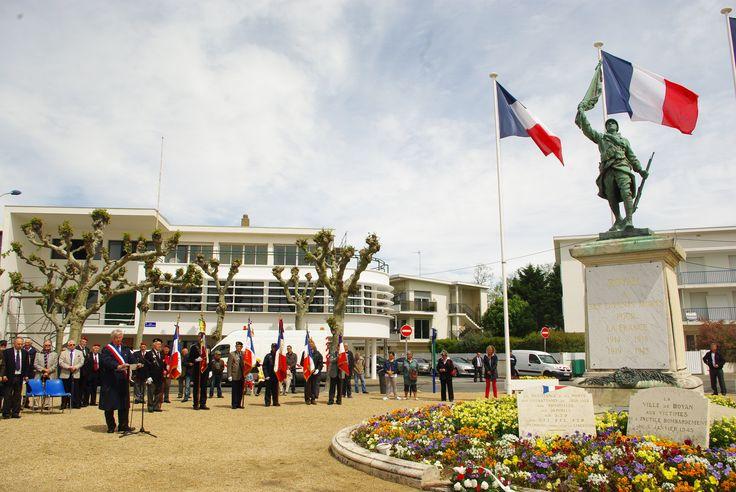 Drapeaux Anciens Combattants et pavillons France tricolore - Cérémonie Harkis - Ville de Royan