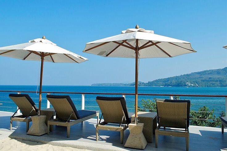 På Kamalas södra udde på Phuket, 50 meter över havet är hotell Cape Sienna beläget. Ett modernt boutiquehotell där arkitektur och personal valts med omsorg.