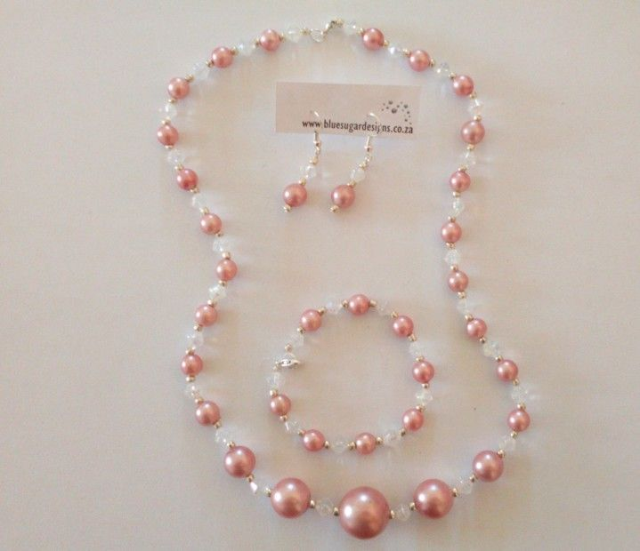 Lovely pearl set - necklace, bracelet and earings.