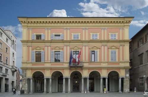 Oggi la consegna delle sedie a rotelle donate al Comune di Piacenza dallassociazione Amici del Cip