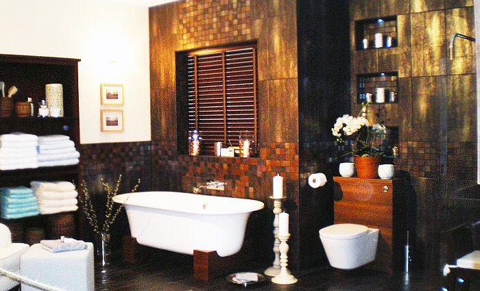 art deco badkamer met mahonie hout