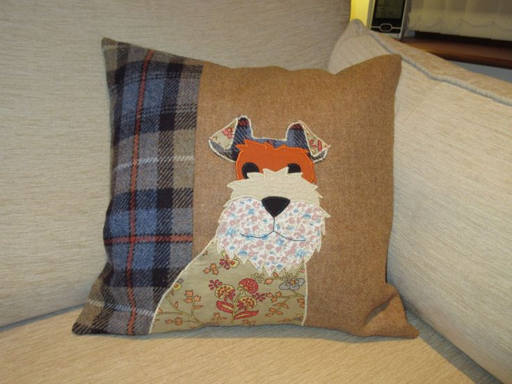 Applique Dog cushion using the Woman's Weekly pattern. I used Harris Tweed - MacKenzie for the back and side.