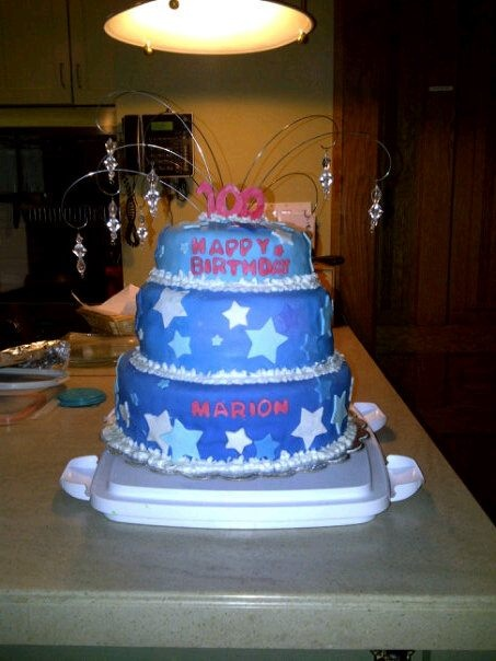 how to make a tiered cake with fondant