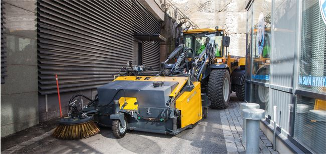 Articulated steering and a greater steering angle compared to its competitors quarantee a smaller turning radius, which makes possible to work in small places.