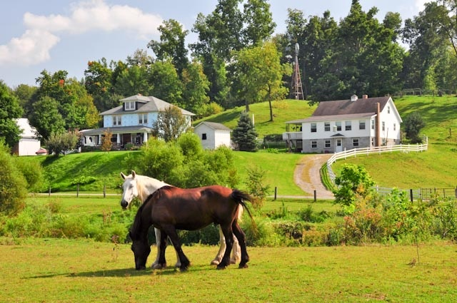 Amish farm ~ Ohio: Amish Farms, Amish Countryside, Beautiful Countryside, Amish Amish, Amish Heritage, Amish Lifestyle, Amish Mystery, Racing Hors, Amish Simple