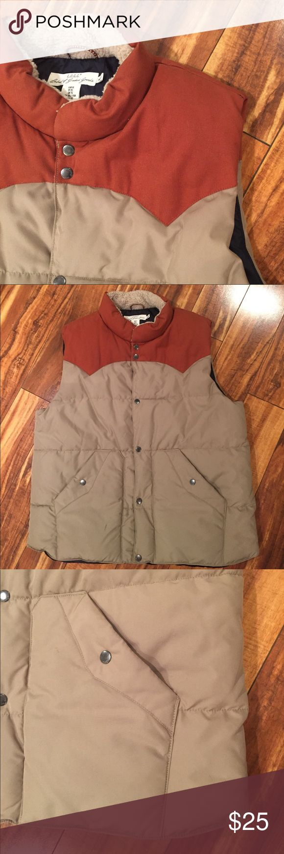 Nice Men's puffer vest 🍂 Rust and khaki puffer vest, in like new condition.  Inner pocket, two side pockets. H&M Jackets & Coats Vests