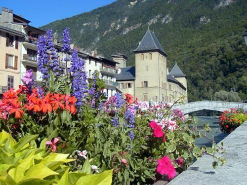 Moûtiers: Voormalig aartsbisschop - France-Voyage.com