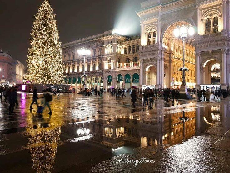 Milano albero di Natale 2017 in piazza Duomo