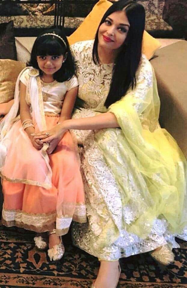 Pin By Teeshaa Art On Aishwarya Rai Beauty Queen Actress Aishwarya Rai Gorgeous Girls Fashion Design Dress