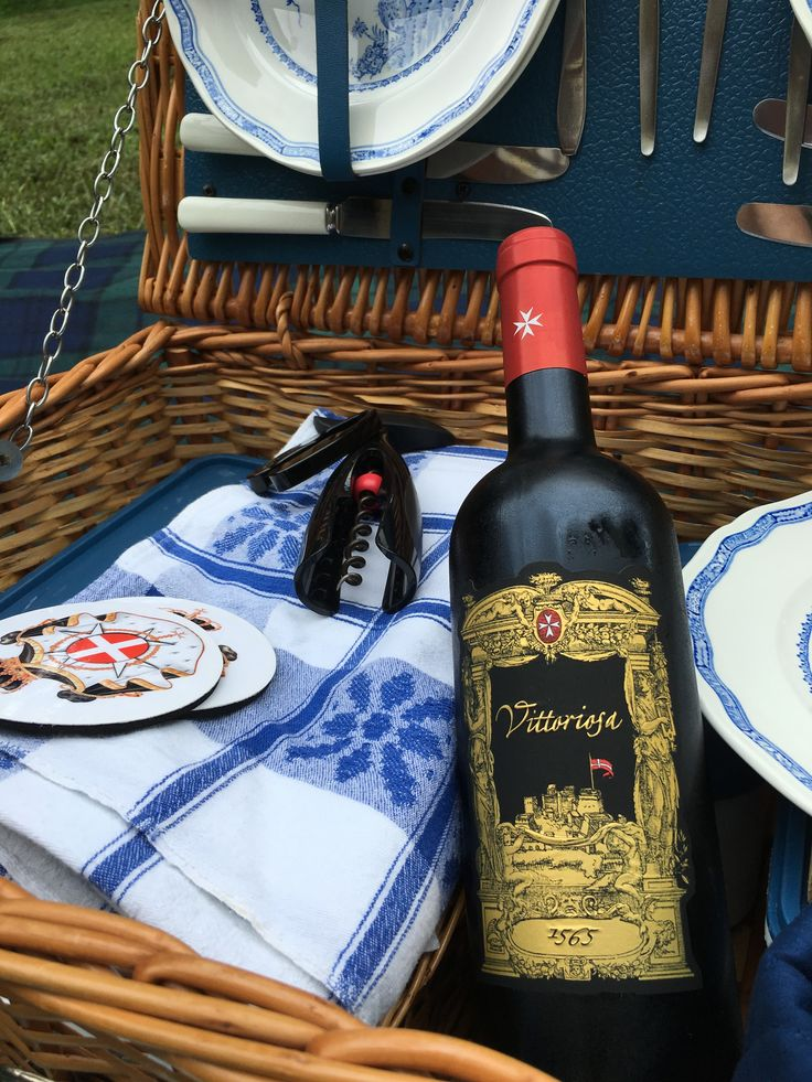 Our picnic with Vittoriosa 1565 - 2010 vintage - dedicated to the Knights of the Order of St. John and the Maltese people for bravery during the Great Siege of Malta 1565. This wonderful wine is produced at Castello di Magione, Italy.