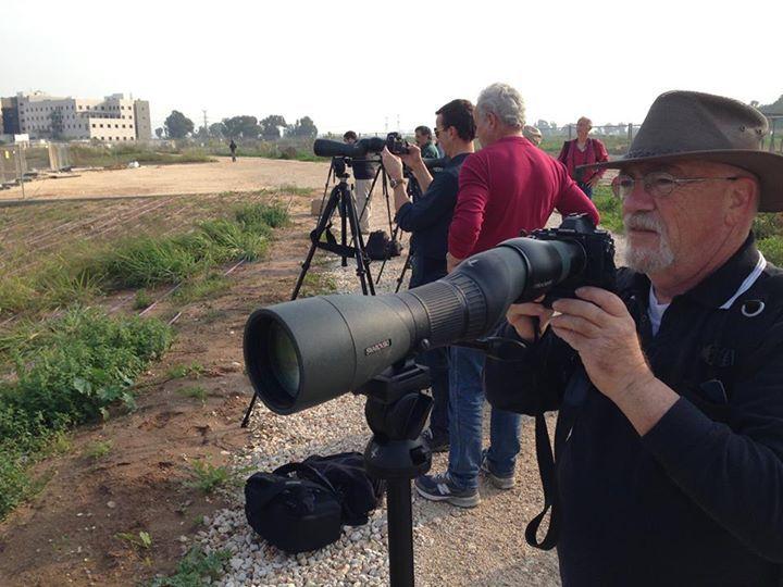 מתוך סדנת דיג'יסקופינג שהקיימה בפארק הרצליה ב-9/12/14. זהו החלק המעשי של הסדנא שבו מתנסים בצילום באמצעות טלסקופ. רוצים להירשם לסדנא הבאה? השאירו פרטים ב-diyinbal@yalon.co.il