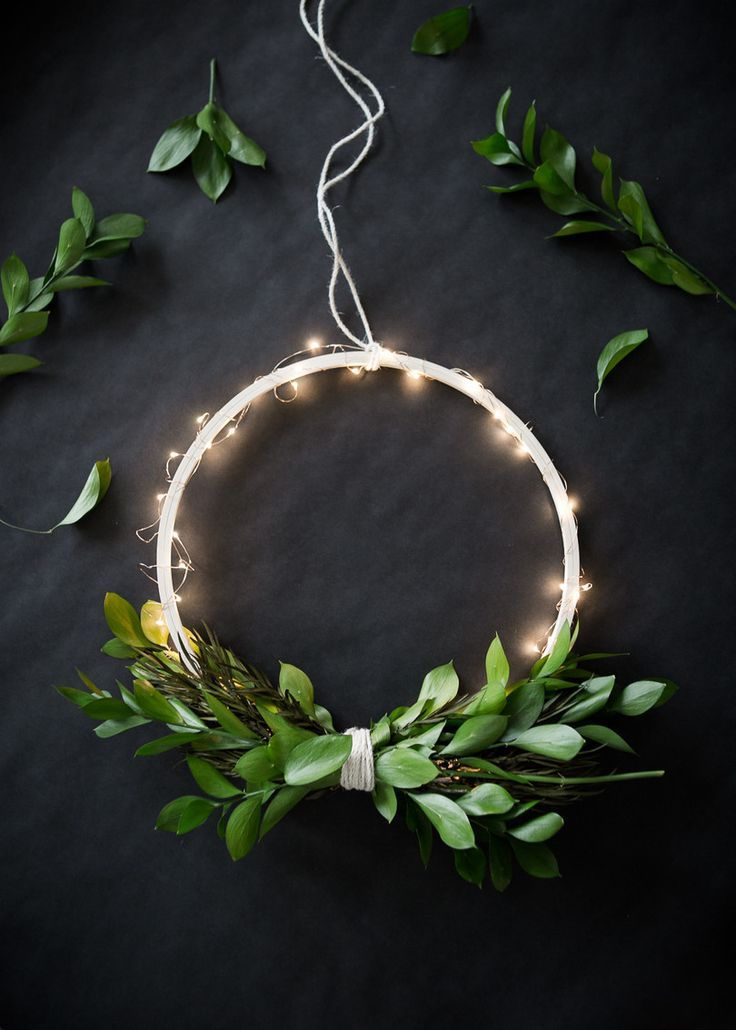 DIY Wireless Twinkle Wreath (The Uncommon Common Law)