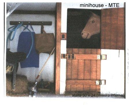 stalla...povero cavallo , penso non desideri altro che  scappare da quel quadro...;-))))