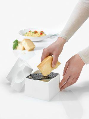 Râpe Piece of cheese / Boîte de conservation