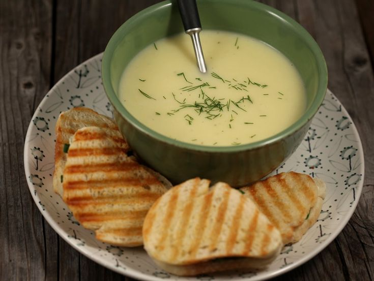 Veloute+de+cartofi+cu+toast+cu+leurda