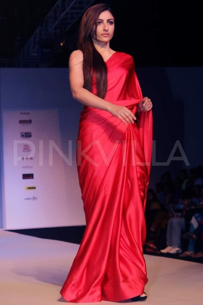 Soha Ali Khan walks for Sailex | PINKVILLA