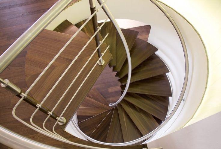 Schody wewnętrzne kręte – PPHU ZLEM Sp. z o.o. – Producent schodów.  #zlem #zlempl #schody