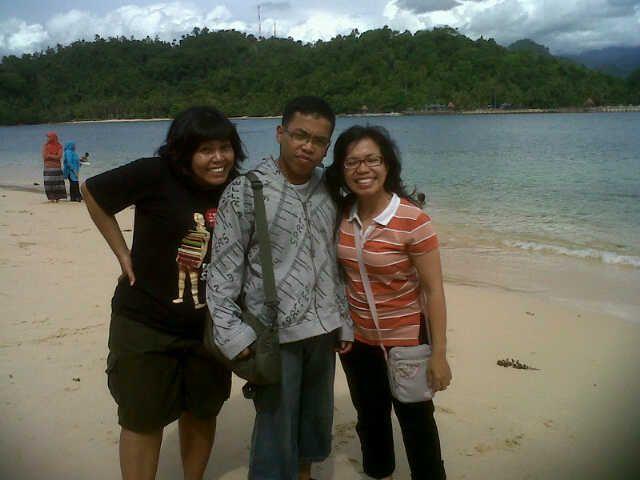 With Two My Beloved Sister (Sorry Moment Liburan tempat dan daerah dilarang disebut karena takut dibilang promo)