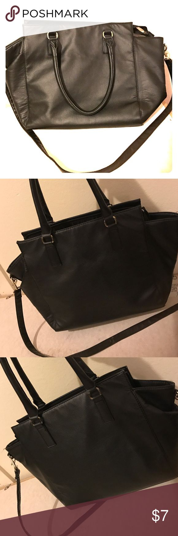 H&M Purse Black H&M purse. Super cute. Its still in really good condition. The inside could be wiped down or cleaned a bit (shown in picture) but other than that it's perfect! H&M Bags Crossbody Bags