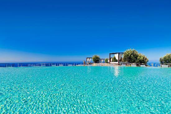 V-ați făcut planuri de vacanță pentru această vară?  Gran Canaria e locul ideal pentru o vacanță de neuitat !!!  Oferta cuprinde: - 7 nopți cazare + demipensiune/ mic dejun/ all inclusive, în funcție de hotel; - transport cu avionul, Bucuresti - Gran Canaria (Las Palmas) - Bucuresti (cu escala la BCN) ; - transfer aeroport - hotel- aeroport; - asistenta la transfer…