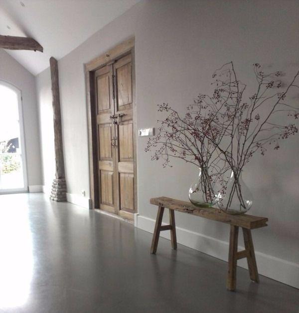 Wat geeft er nu een stoerdere look dan beton? Met beton op je vloer, de muur of in je keuken, creëer je direct een industriële authentieke look. Lees de blog!