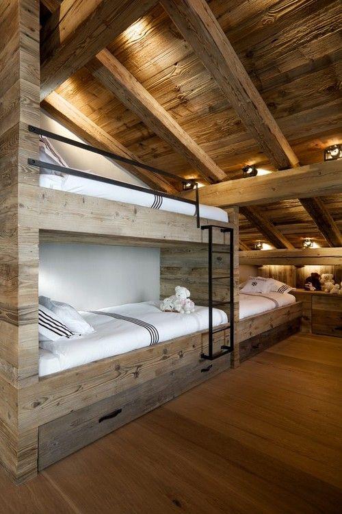Une autre version intéressante des lits suspendus, version meubles intégrés