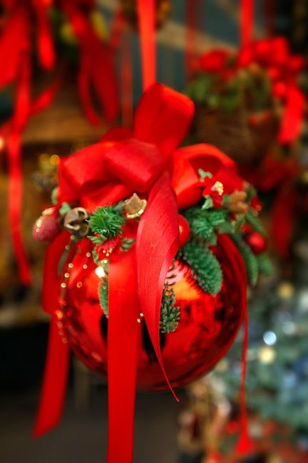 1000 Ideas About Red Christmas Decorations On Pinterest