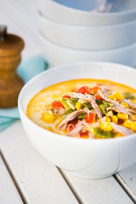 Z krůtích krků získáte bohatý vývar, který poslouží jako základ pro jemnou polévku plnou masa a křupavé zeleniny; Jakub Jurdič