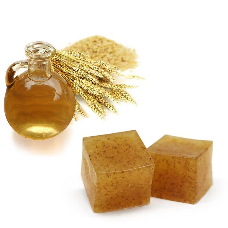 Hacer jabón de germen de trigo. El Germen de Trigo se encuentra dentro del grano de trigo y se extrae por medios naturales. Son conocidas las propiedades antienvejecimiento por el gran contenido en vitaminas, minerales, proteínas y Vitamina E. Hemos hecho el vídeo tutorial de Hacer Jabón de Germen de Trigo para que os animéis a hacer jabones de germen de trigo para utilizar tanto en la cara como en el cuerpo.