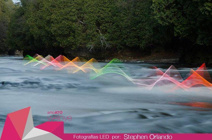 amoATO WeLove: Fotografías LED de larga exposición de Stephen Orlando  Increíbles fotografías logradas con los movimientos repetitivos de kayakistas que reman a través del agua, convirtiendo su movimiento en hipnóticas trenzas tejidas de luz. El mejor de todos los espectáculos.