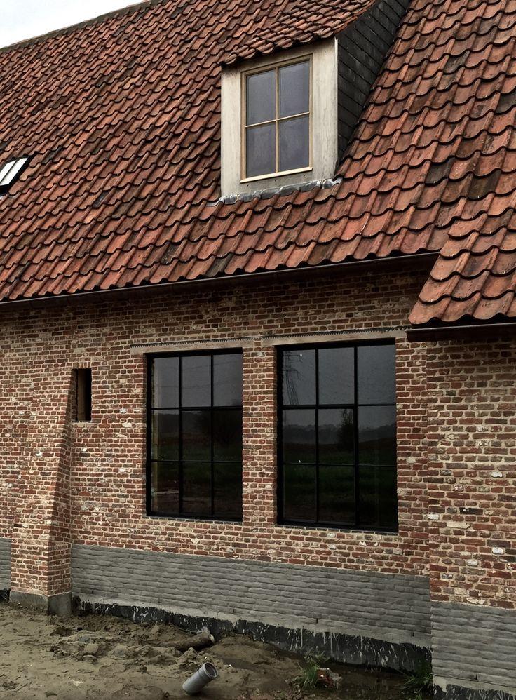 Zwarte houten ramen voor slank profiel. Geen alu!