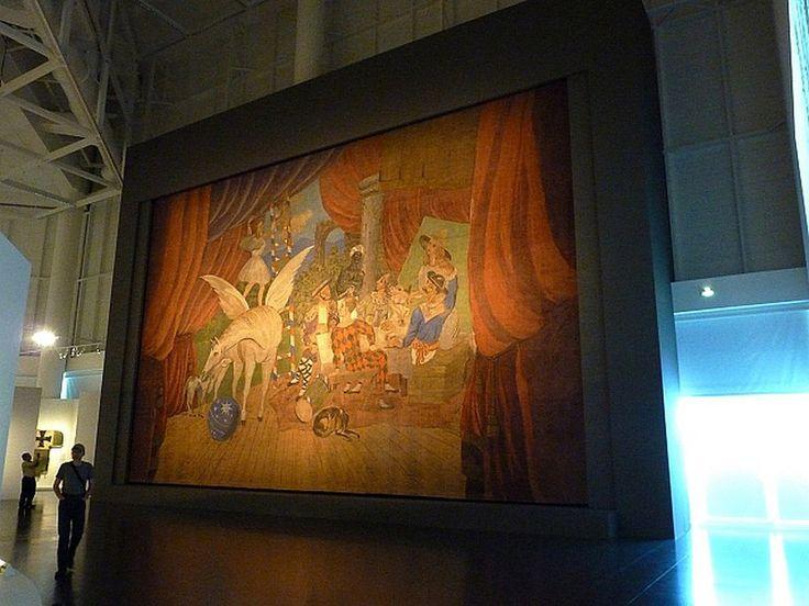 """https://i2.wp.com/farm6.staticflickr.com/5501/11779012615_37df73f55a_c.jpg Оформление одного из балетов группы Дягилева, знаменитого авангардного """"Парада""""."""