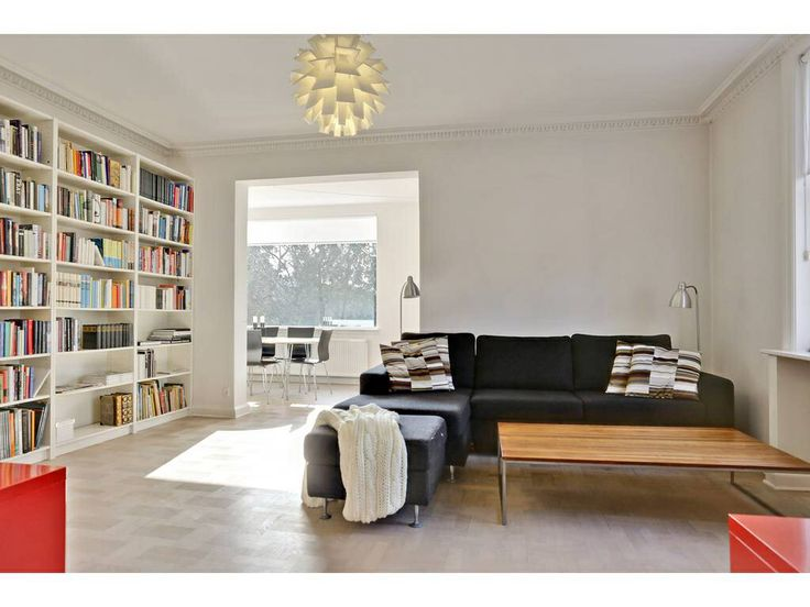 Minimalistic living room. Staged by Busy Bees