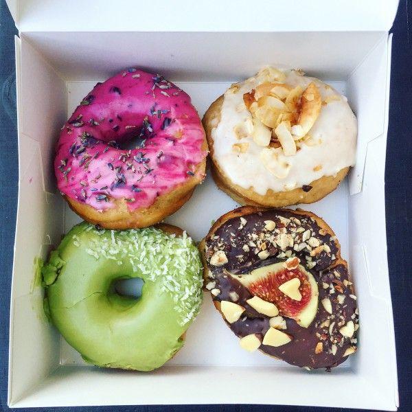 Tych donutów chyba przedstawiać nie trzeba – na zdjęciu burak z lawendą…