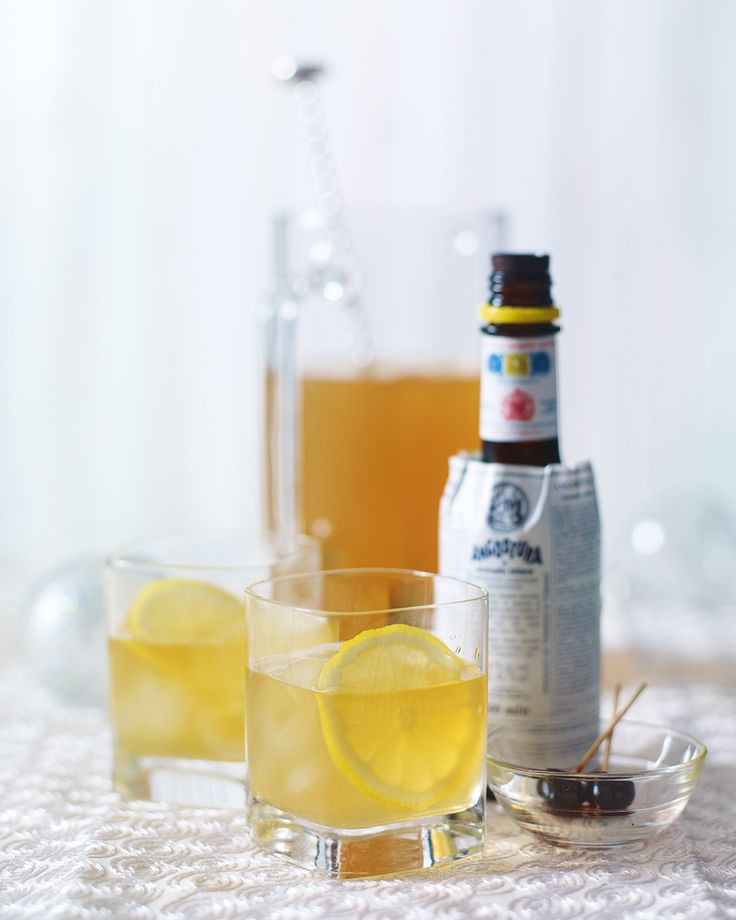 A spicy, warming cocktail made with bourbon whisky and lemon – serve this American classic as an alternative to champagne at New Years Eve or Christmas parties.