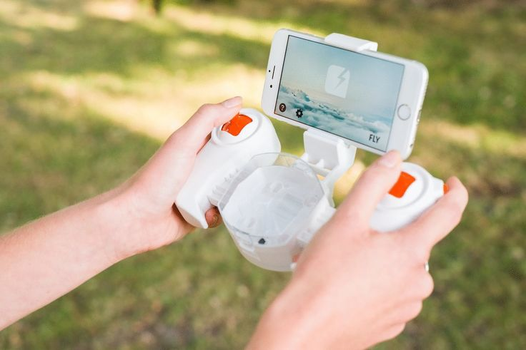 Explore the skies first hand with the SKEYE Nano 2 FPV. Designed to put you in the driver's seat (or at least the cockpit), this amazing drone uses its onboard camera to provide you with a live view while you remain on the ground.