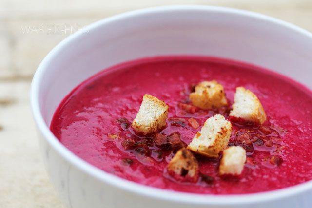 Im Winter mag ich nichts lieber als eine wärmende Suppe. Eine neue Lieblingssuppe von mir: Rote Beete Suppe!