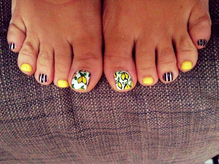 Toes design on nails