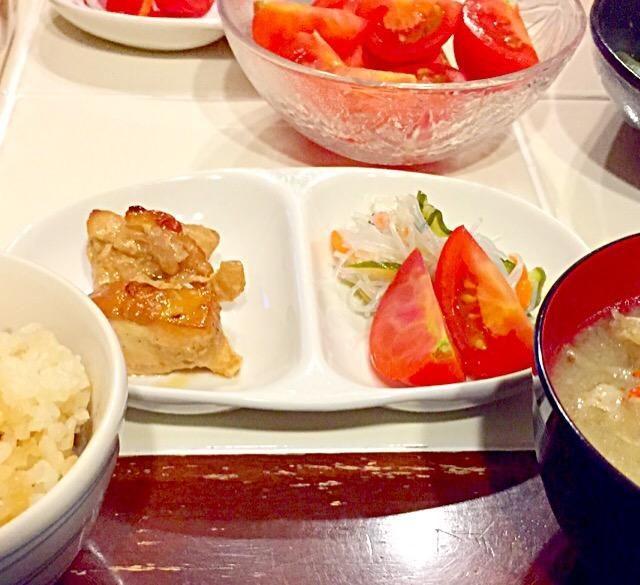 炊き込みごはん 豚汁 鶏胸肉の塩麹漬けオーブン焼き 春雨サラダとトマト - 25件のもぐもぐ - 晩御飯 by Konoha