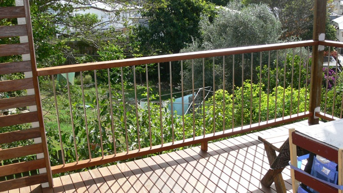 Stainless Steel Rod With Dressed Timber Handrail Deck