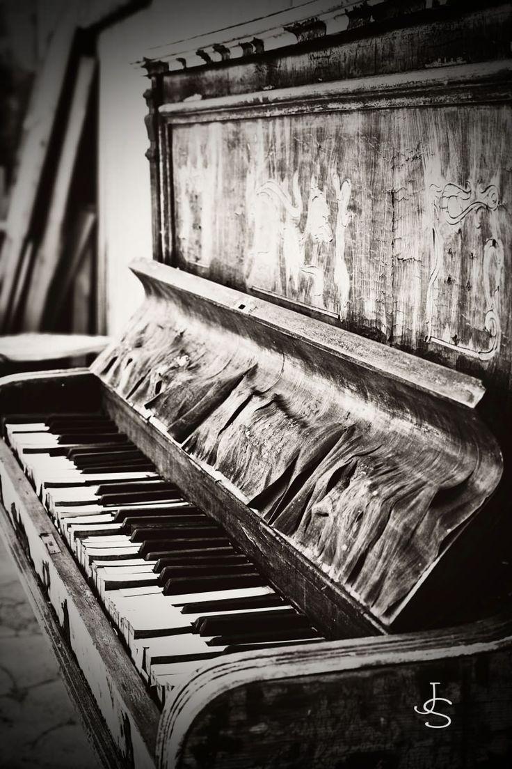 Old time piano                                                        #photographytalk #blackandwhitephotography