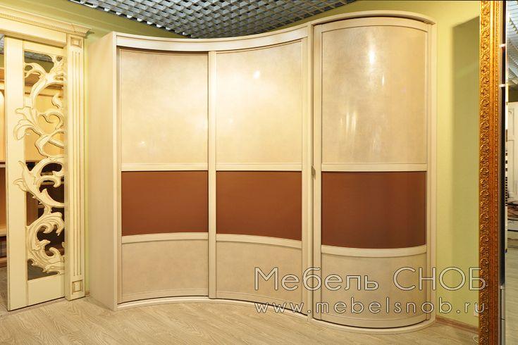 Радиусный шкаф-купе угловой спроектирован и изготовлен по индивидуальному проекту.
