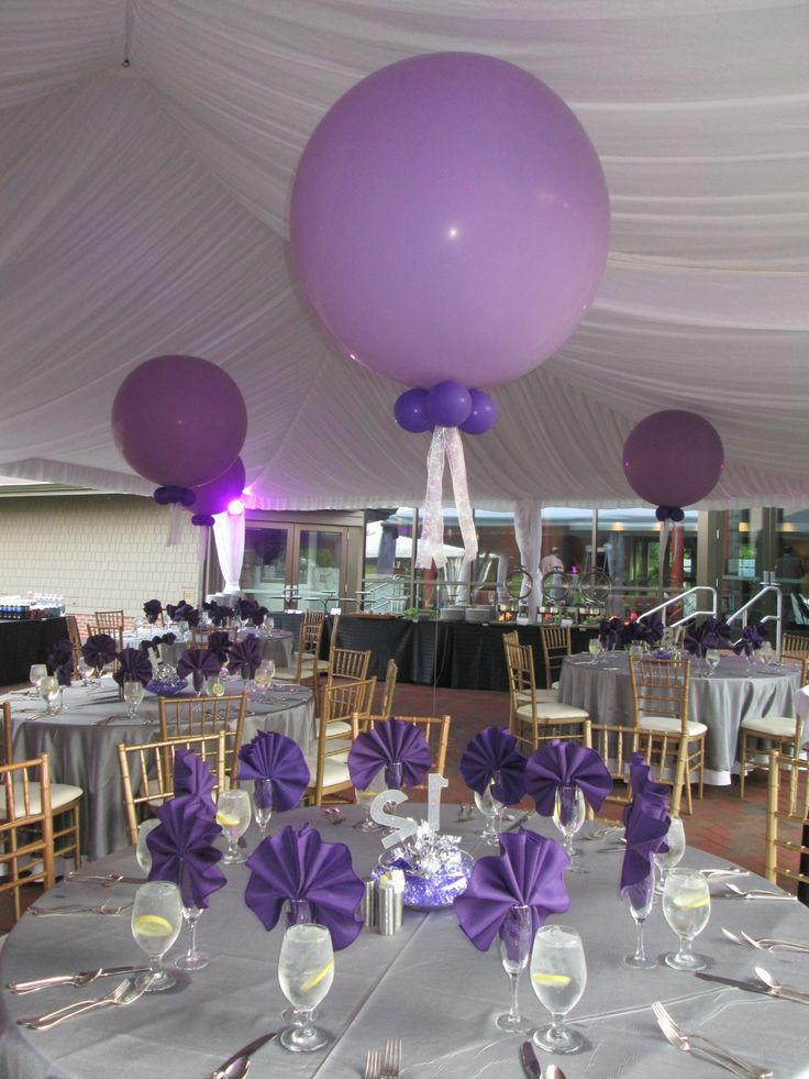 Jumbo 3 foot balloons made a simple yet elegant statement for 7 star balloon decoration
