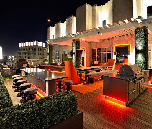 Terrazas modernas llenas de estilo e iluminaci n nocturna for Articulos de decoracion casa