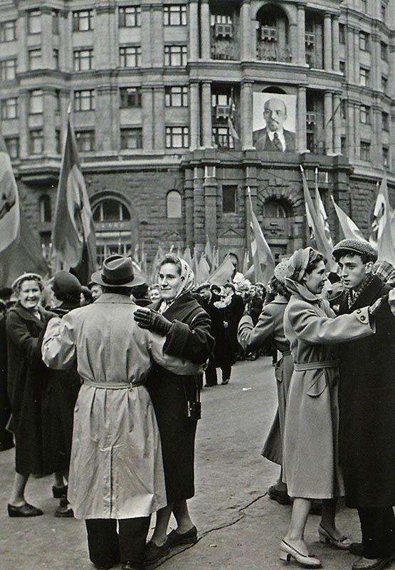 Народные гуляния, 1958   Фото: ИТАР-ТАСС