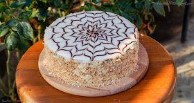 Давно хотела попробовать приготовить этот всемирно известный торт, да и белков в морозилке уж очень много накопилось. Свой выбор ...