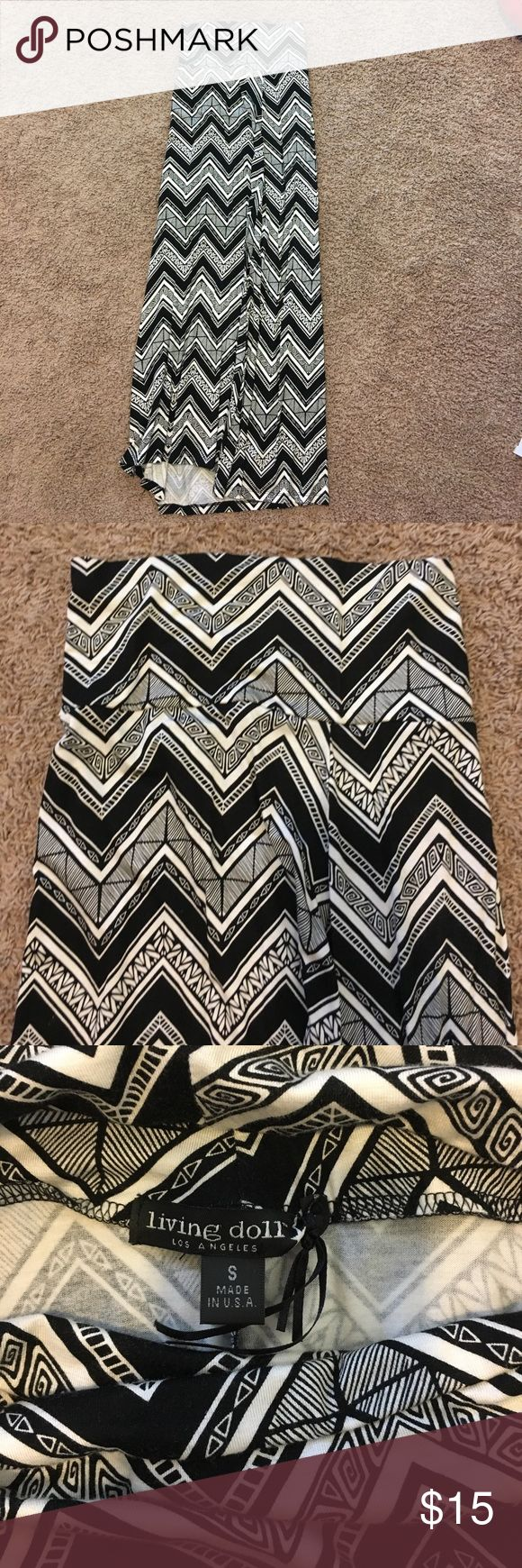 Chevron Maxi Skirt (Black & White) Black and white chevron maxi skirt. Only worn once or twice. Great condition! Living Doll Skirts Maxi