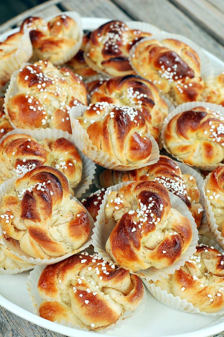 Klassiska kanelbullar - mmmmm...Swedish cinnamon breakfast rolls